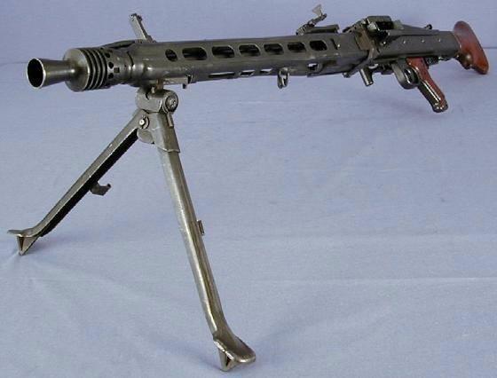 MG-42, вид спереди-слева